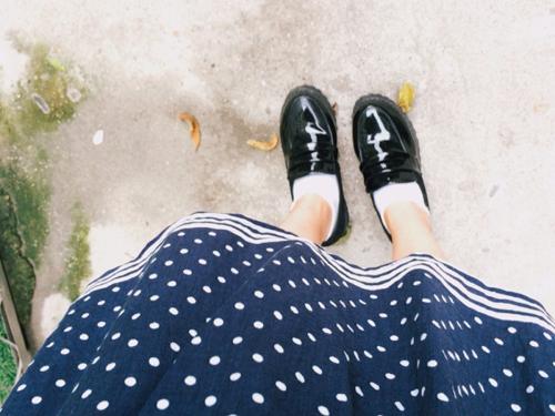 黑皮鞋不能配白袜?Ta不认同